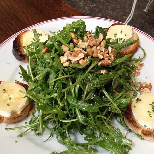 Goat's Cheese Salad With Walnuts And Arugula