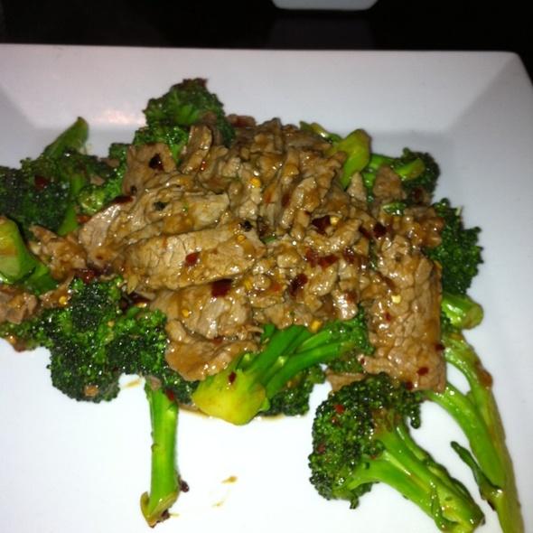 Beef with Broccoli @ Brandy Ho's Hunan Food