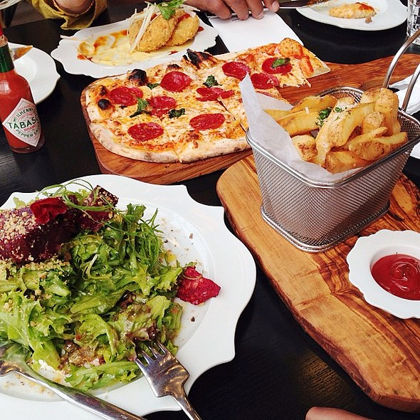 Weekend bites: Lunch at @figskuwait @the_avenues @fnbboy @ Figs
