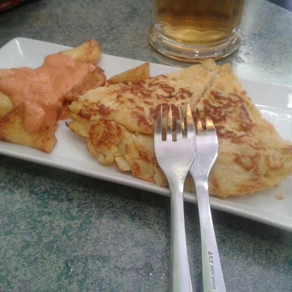 Tortilla y bravas @ El Olivo