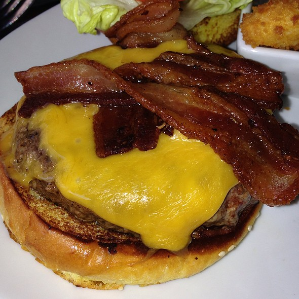 Bacon Cheddar Cheeseburger @ 5 Napkin Burger