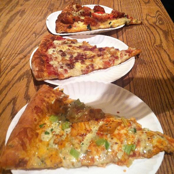 Buffalo Chicken Pizza @ Brix Pubaria