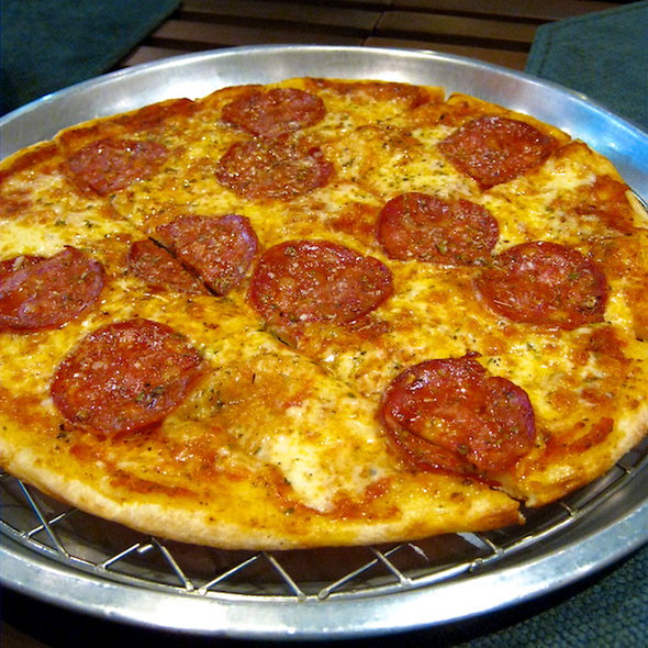 peperoni pizza @ Duke's Express (Emporium)