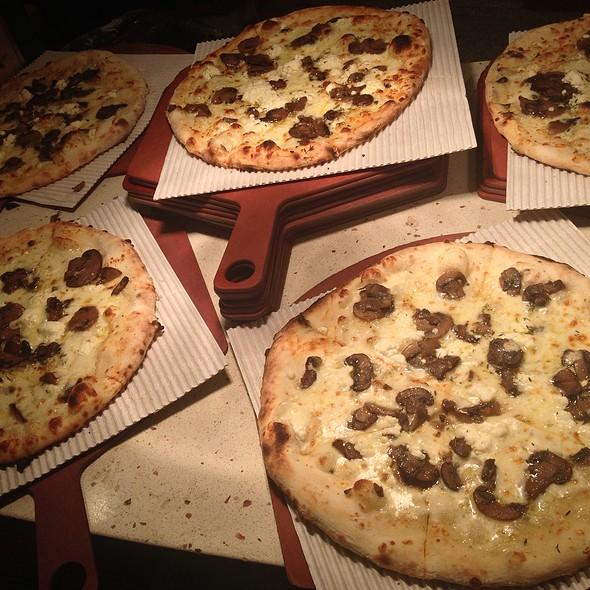 Pizza Funghi @ Pizzeria Biga