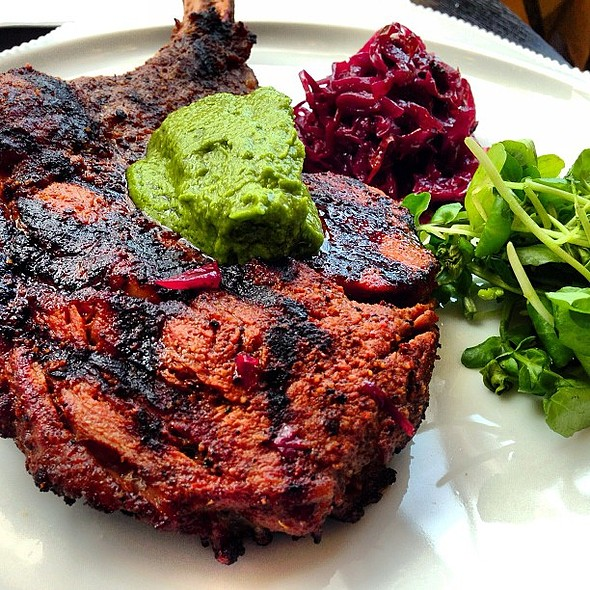 Figs Specials: Spiced rubbed veal chop served with sour red cabbage, jalapeno pesto and watercress @figskuwait @fnbboy @the_avenues @ Figs