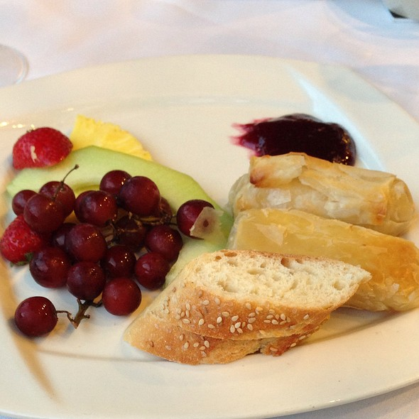 Baked Brie In Phyllo Dough - Logan Inn, New Hope, PA