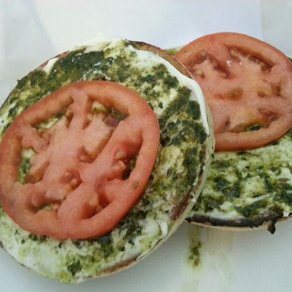 Pesto Tomato with Cream Cheese @ Lox of Bagels