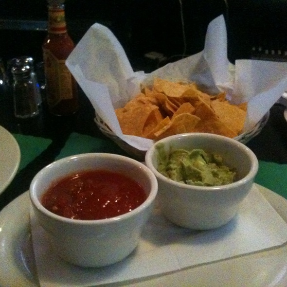 Chips w. Salsa & Guacamole @ Queen Restaurant
