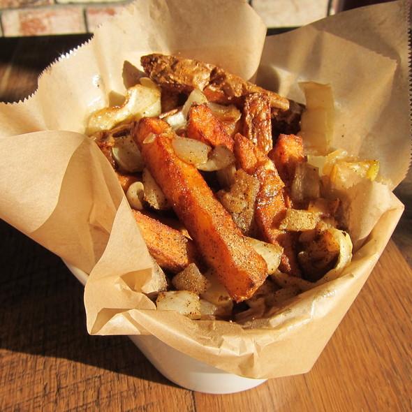Fritten (Homemade Fries) @ Berlin Currywurst