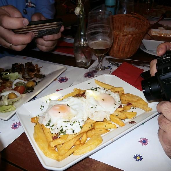 Fried eggs with fries and serrano ham @ la cajita de nori