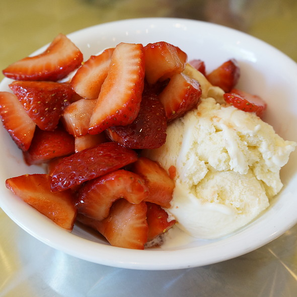 Vanilla ice cream sundae with strawberries