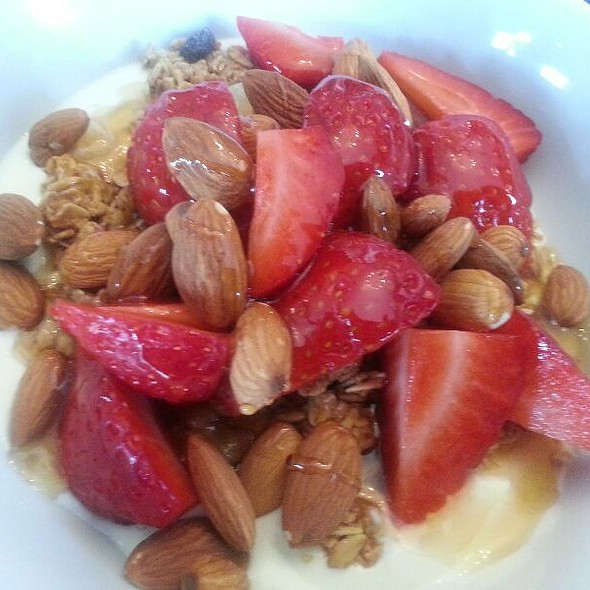 greek yoghurt with strawberries almonds and granola @ Syon deli