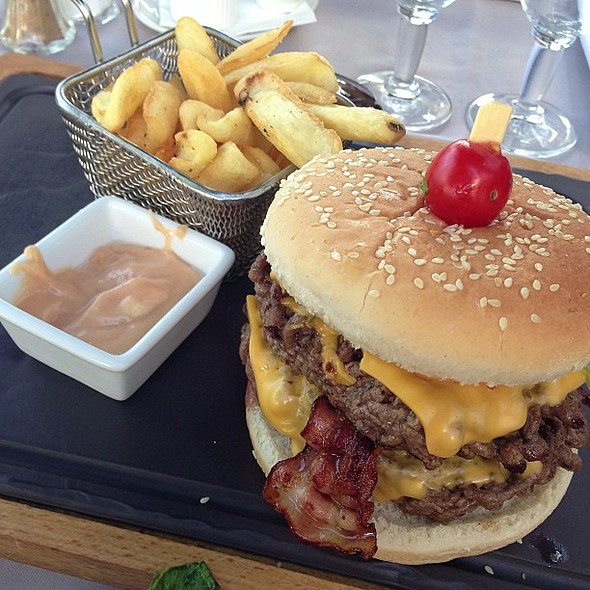 O nome do singelo hambúrguer é L'Artist! @ Brasserie Du Casino