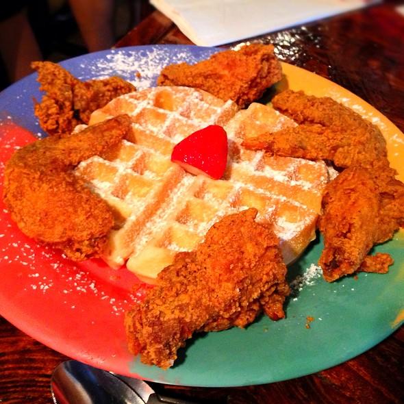Wings & Waffles @ The Breakfast Klub