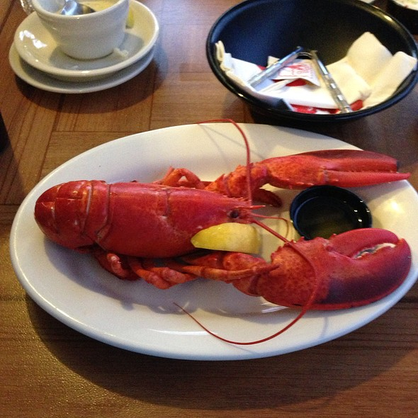 Whole Maine Lobster @ West Street Cafe