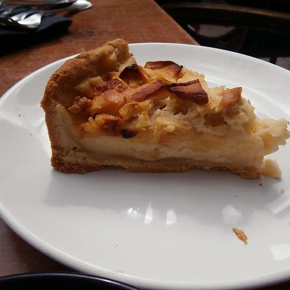 Russian apple cake @ MÜR Café