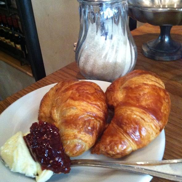 Croissant @ Buvette