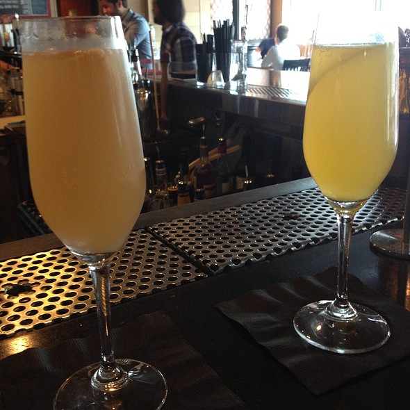 Mimosas @ drink.well American Pub