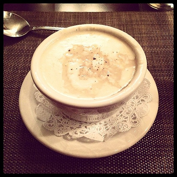 I don't want to be touristy (too late!) and stereotypical, but this really is amazing She-Crab soup. @ 82 Queen