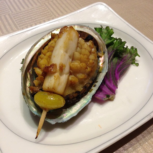 Steamed Abalone With Bokchoy @ 龍水山