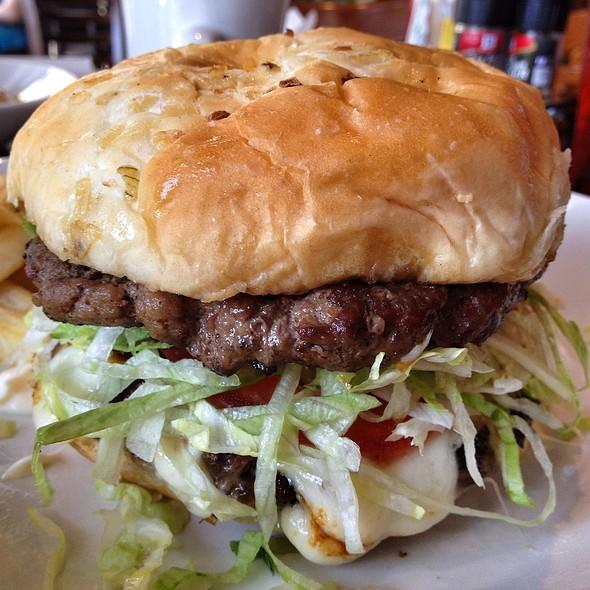 Cheeseburger @ Black Walnut Cafe