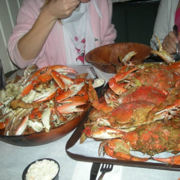Jumbo Maryland Style Crabs @ Riggin's Crabhouse Inc