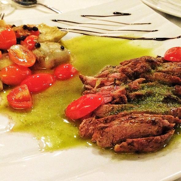 Cordeiro Grelhado Ao Pesto De Hortelã @ Babette Bistrot e Pães