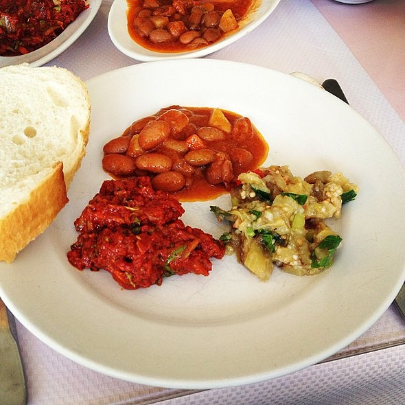 Turkish mezze selection: aubergine salad, red beans in tomato sauce and spice salad @ Unal Restoran