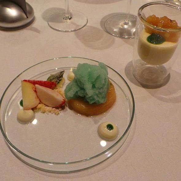 Wodruff, White Peach, Yoghurt @ Hotel Residence