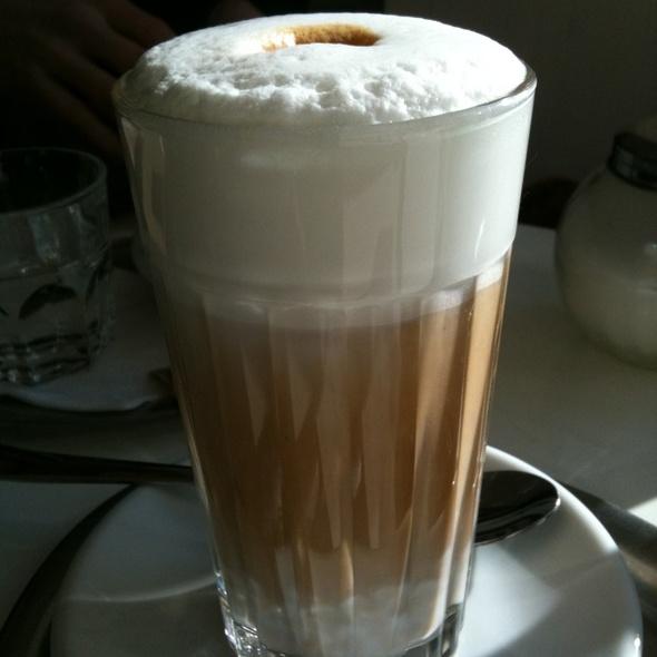 Latte @ Cafés Leston