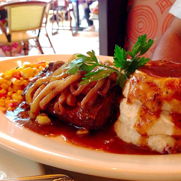 Meatloaf ❤ at @the_avenues with @fnbboy @ The Cheesecake Factory