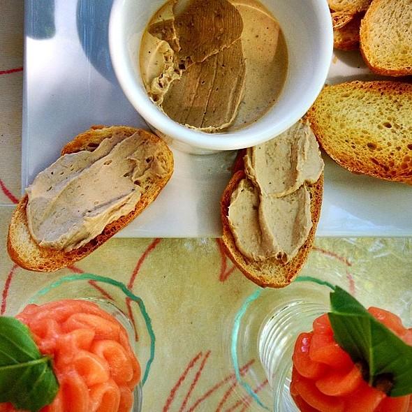 Amuse from Claude. Tomato icecream and chicken liver mousse @ Hôtel du Levant - Restaurant Brioude