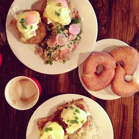 Breakfast at @cafesardine @ Café Sardine
