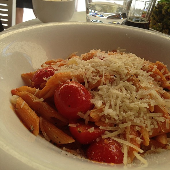 Penne with Tomoto and Basil