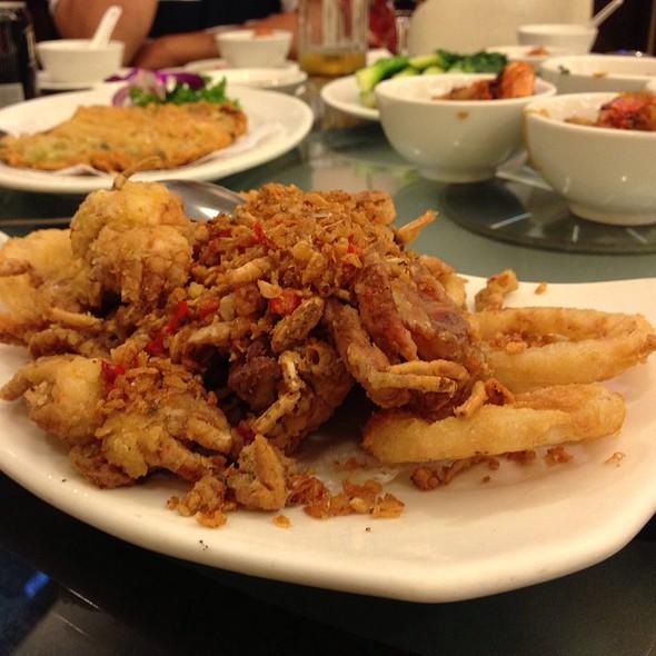 Fried Soft Shell Crab & Fried Calamari @ Yeebo Seafood & Hot Pot Restaurant