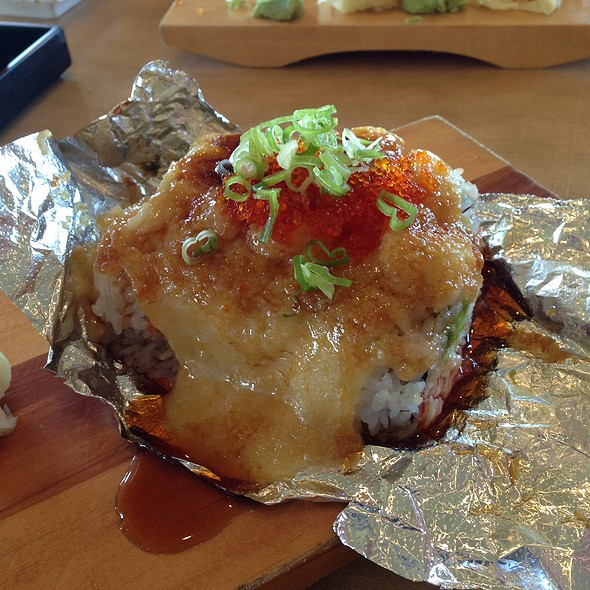 Bay Scallop Roll @ Sushi House