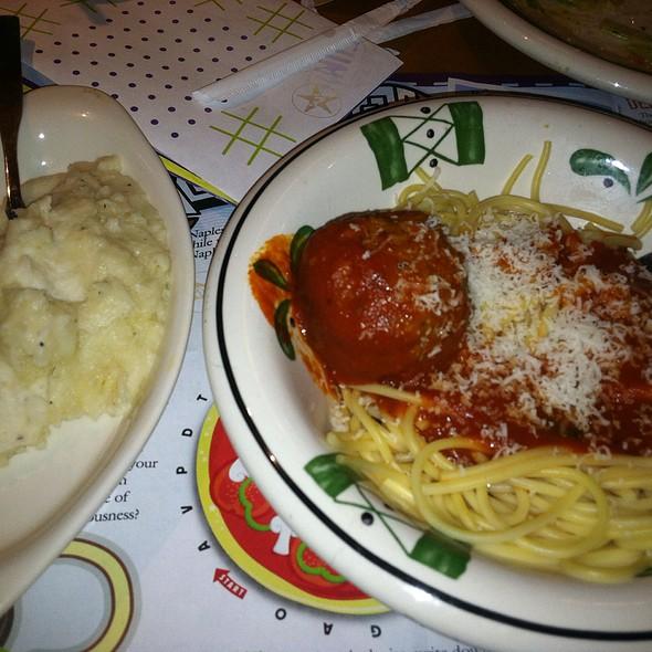 Kidu0027s Spaghetti U0026 Meatballs At Olive Garden