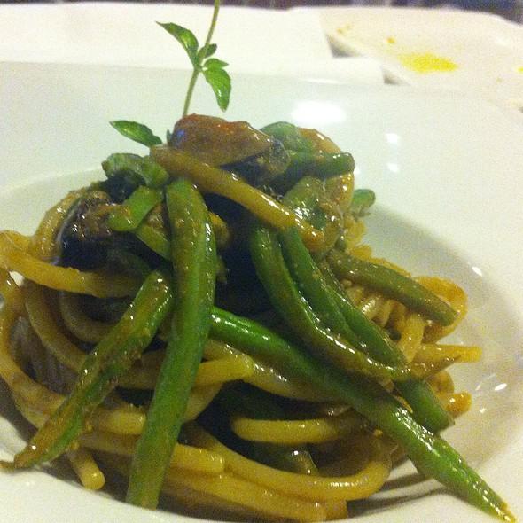 Spaghettoni Con Cozze, Anemoni Di Mare E Taccole @ Atlas Coelestis Restaurant