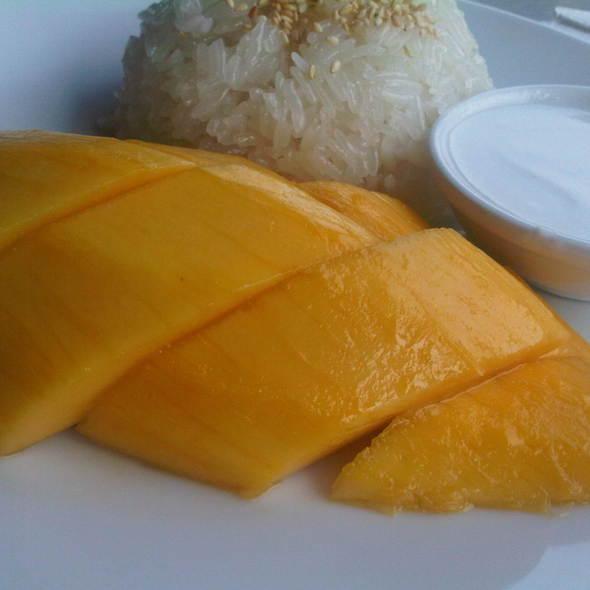 Mango & Sweet Sticky Rice With Coconut Milk