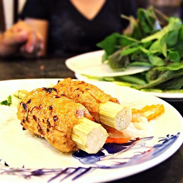 Chao Tom (Shrimp paste on Sugar Cane)
