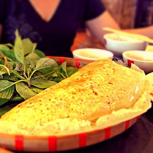 Banh Xeo (Vietnamese Crepe with Shrimp, Chicken & Bean Sprouts) @ Quan An Ngon