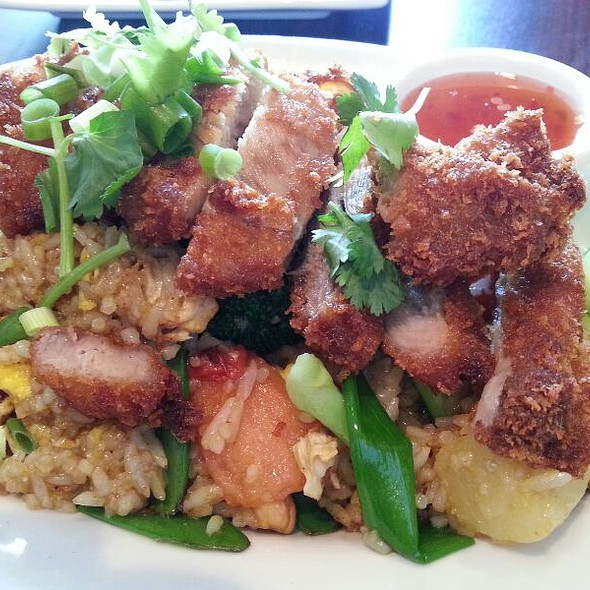 Crispy Chicken Pineapple Fried Rice @ Pho N Rice