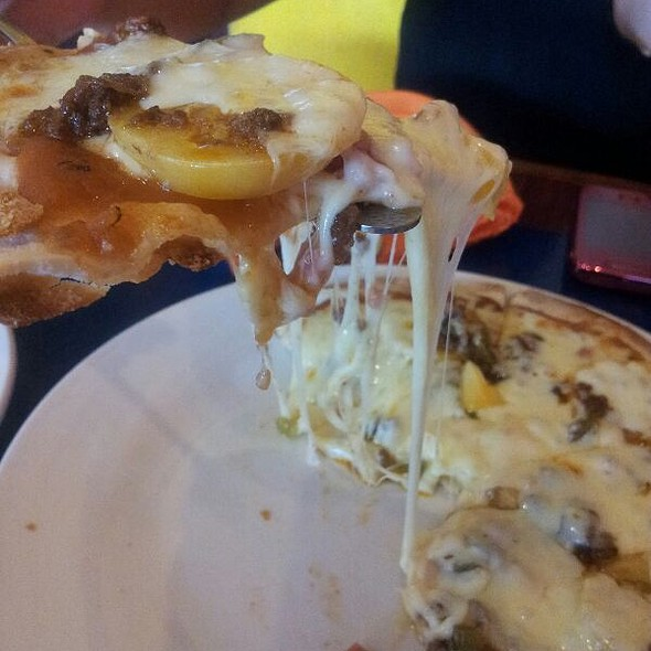 Jalapeno Pizza @ Mooon Cafe