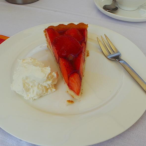 Strawberry Cake with Whipped Cream @ Erika & Tim