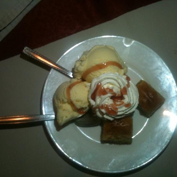 Baklava En ijs @ Turks Restaurant Kaya