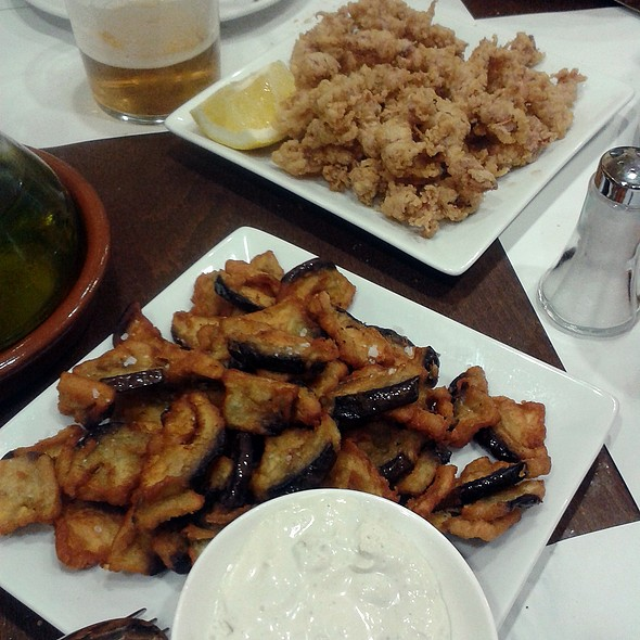 Fried eggplant with blue cheese sauce and fried baby squid @ El Olivar De Ayala