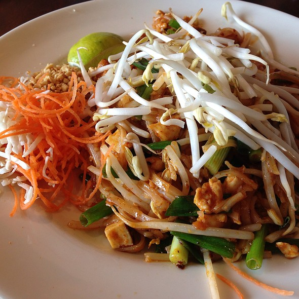 Chicken Pad Thai @ Thai Cottage
