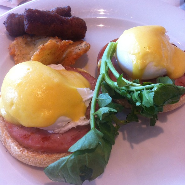 Eggs Benedict @ Norwegian Sky Cruise