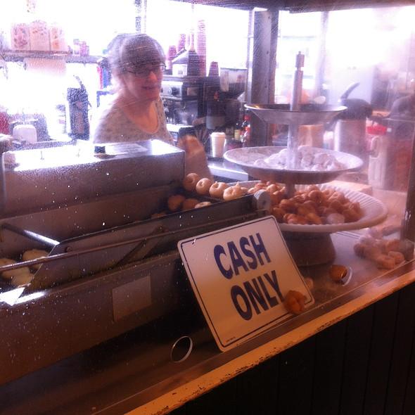Donuts @ Daily Dozen Donut Co
