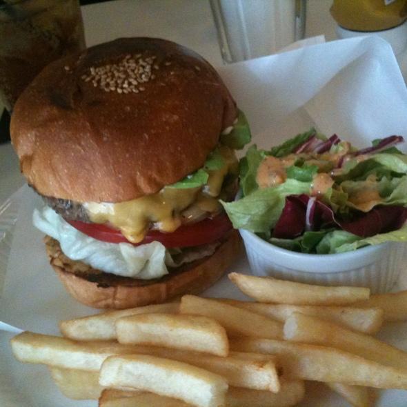 Avocado hamburger @ Burger Mania